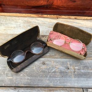 ANT/VTG Round Spectacle Eyeglass with Case Set